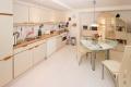 Küchenbereich im Wohnzimmer . Ferienwohnung Parkvilla Bad Sassendorf