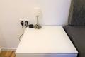 Parkvilla Bad Sassendorf: Schlafzimmer, Nachttischlampe mit USB-Anschluss, Alexa